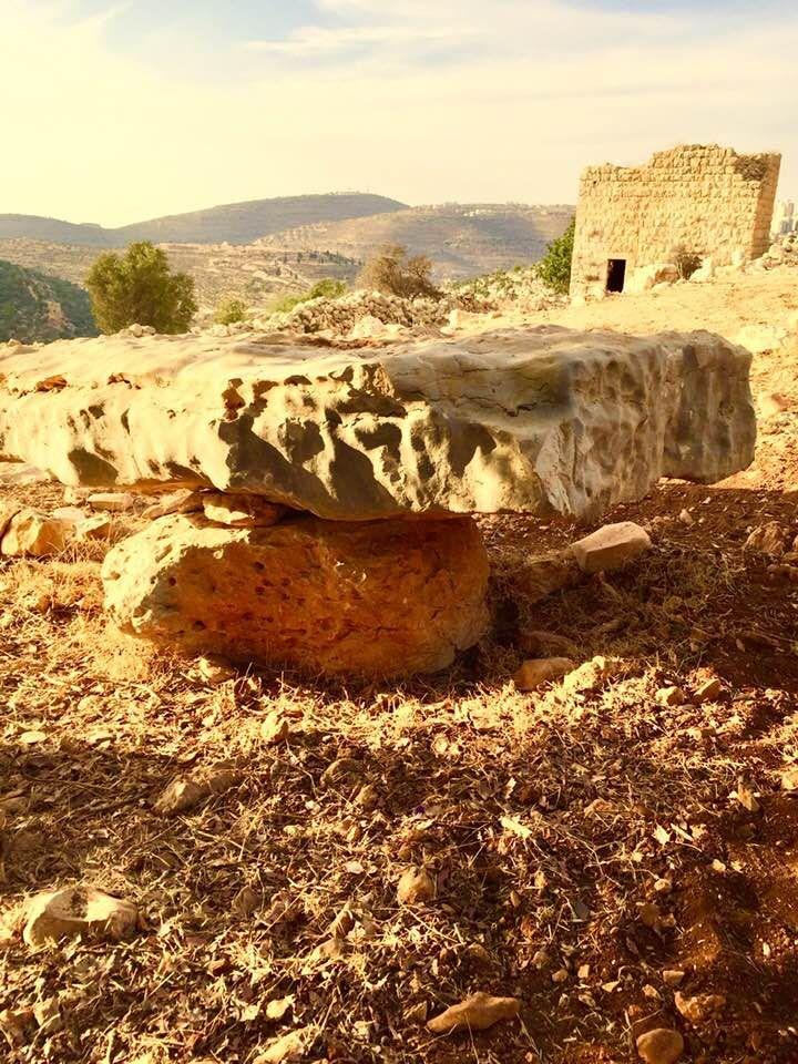 عيني على الأفق البعيد ترنو وقلبي مع أديم الأرض يهيم فلسطين لنا بكر أبوبكر Monument Valley Natural Landmarks Monument