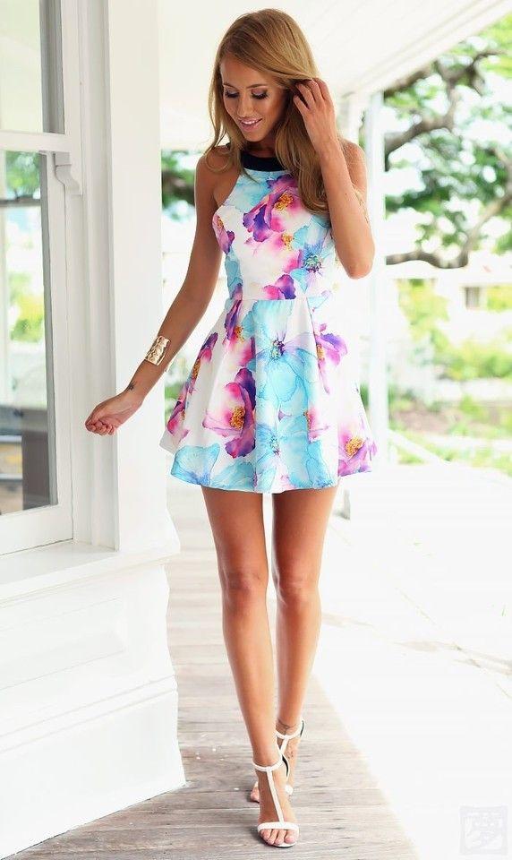 VESTIDO ESTAMPA FLORAL - Vestido estampado em spandex com gola redonda e elástico na cintura.   Ideal para o verão brasileiro!