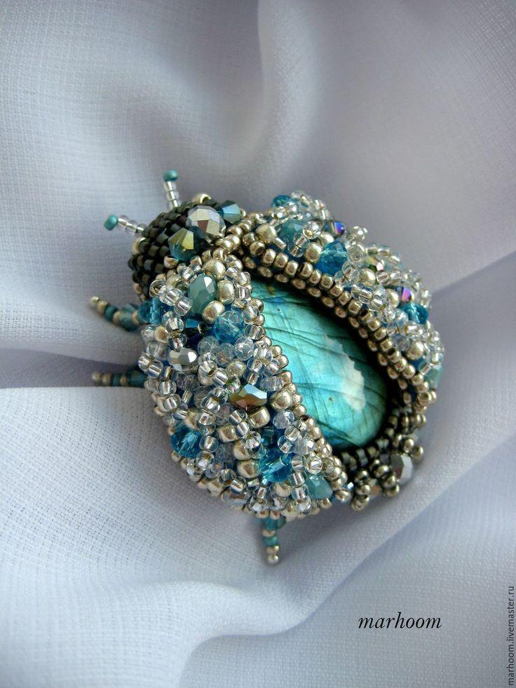 """Купить Брошь """"Жук с лабрадором"""" - комбинированный, серебристый цвет, голубой цвет, лабрадор, иризация, брошь"""