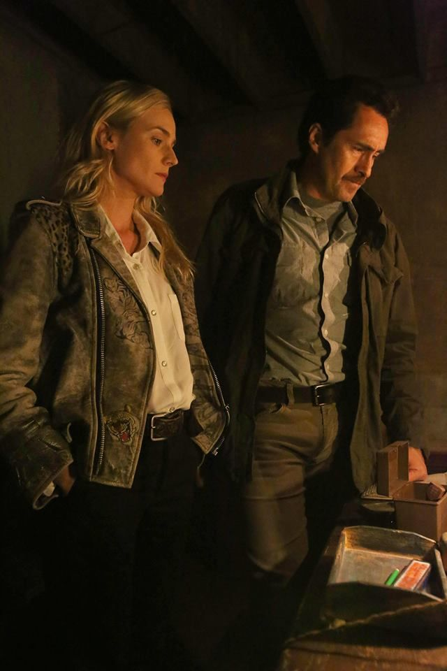Diane Kruger and Demián Bichir in The Bridge | Season 1 | FX