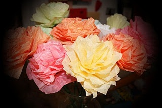 Fun ideas for coffee filter crafts, which could be cute coffee shop decor.Cupcake Liners, Cupcakes Crafts, Coffee Filter Flowers, Colors Water, Cupcakes Liner Crafts, Coffe Filters Crafts, Filters Flower, Coffee Filters, Filters Cupcakes