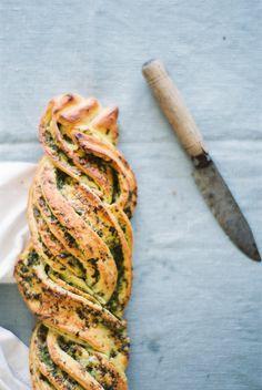 Pesto Bread * Pão de pesto  suvellecuisine.com
