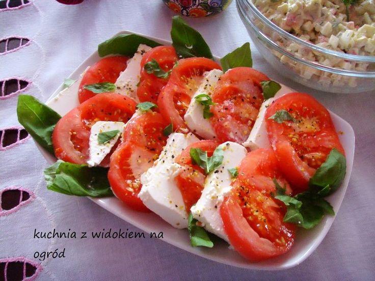 Pomidory z serem feta i bazylią. Szybka imprezowa przekąska.