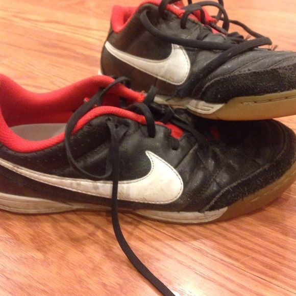 ⚽NIKE TURF SHOES. Used fair condition. Used but still have life left in them! 5.5youth, (6.5 women's) indoor Nike athletic shoes. Turf sneakers. I still have to clean these up. After I wipe them down they look hardly worn. Nike Shoes