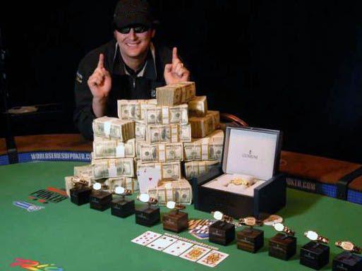 """Somente dois braceletes seguem em posse do """"Poker Brat"""": o de sua primeira conquista, no Main Event da WSOP em 1989, quando derrotou Johnny Chan no heads-up e se tornou o mais jovem vencedor do Main Event na época, e o 12º bracelete conquistado pelo americano, no Evento 18 da WSOP 2012, no torneio de $2.500 7-Card Razz, conquista que guarda com carinho após um jejum de quatro anos sem títulos da série."""