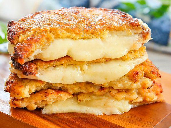 Sandwiches crujientes de coliflor y queso