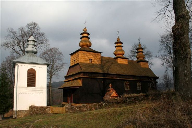 20101103-94-Polska.-Bieszczady.-Wisłok-Wielki.-XIX-wieczna-cerkiew-greckokatolicka.jpg (800×534)