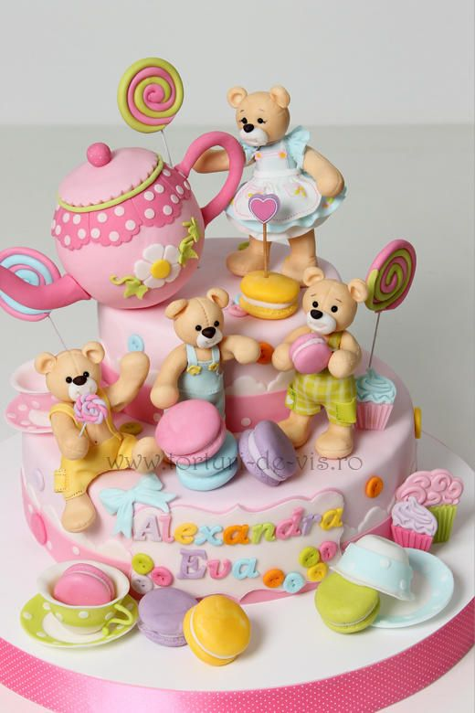 EDITOR'S CHOICE (01/27/2014) Gold and pink flourish by Viorica Dinu View details here: http://cakesdecor.com/cakes/110293-teddy-bears-and-candy-cake