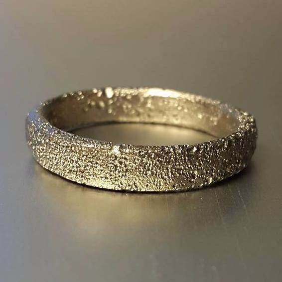 585 recycled white gold ring