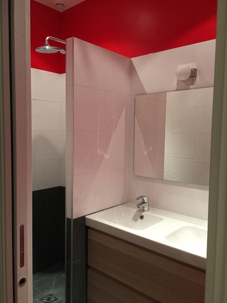 Salle de douches pour jeune fille