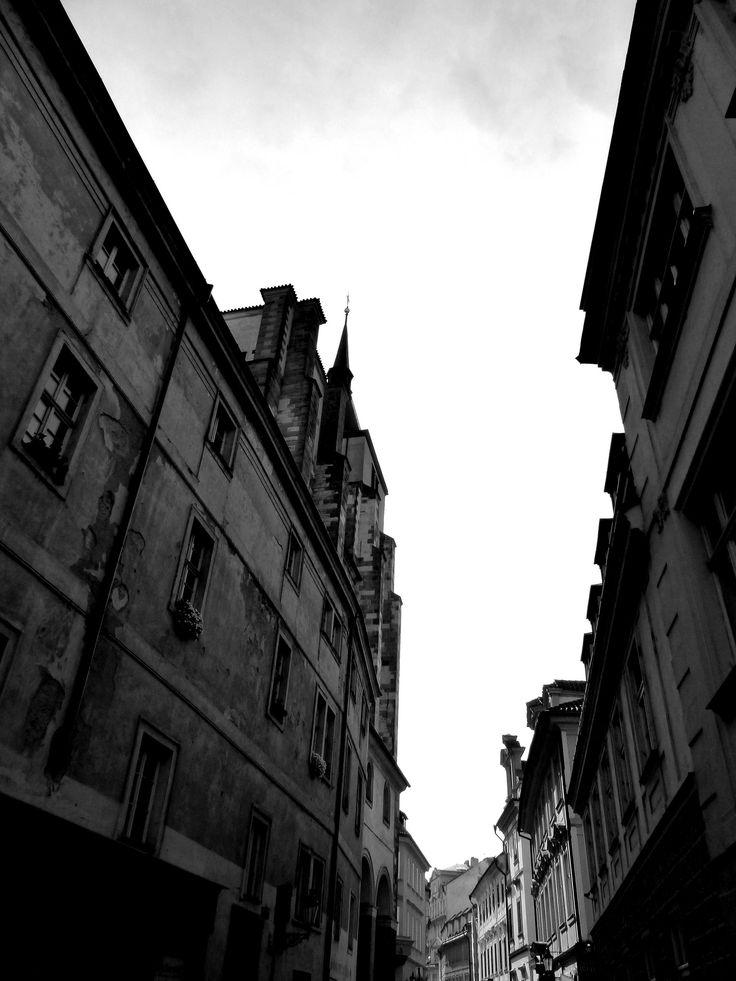 https://flic.kr/p/MFd6Jt   street in Prague