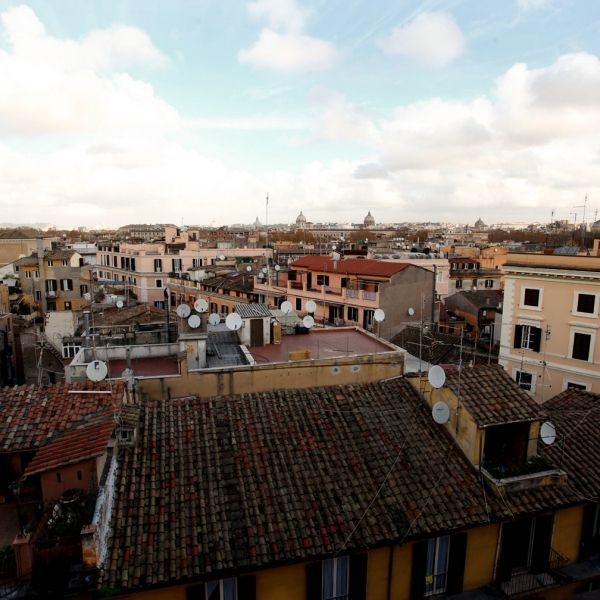 Rome, Italy Vacation Rental, 1 bed, 2 bath, kitchen with WIFI in Trastevere. Thousands of photos and unbiased customer reviews, Enjoy a great Rome apartment rental perfect for your next holiday. Book online!