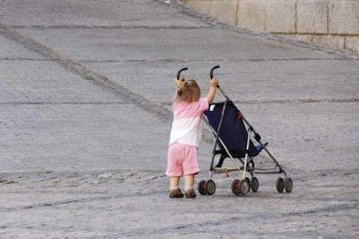 Las mujeres vascas que trabajan fuera de casa destinan 4,5 horas diarias al cuidado de sus hijos y los hombres 2,9. Europa Press   20 Minutos, 2017-03-07 http://www.20minutos.es/noticia/2977942/0/mujeres-vascas-que-trabajan-fuera-casa-destinan-4-5-horas-diarias-al-cuidado-sus-hijos-hombres-2-9/