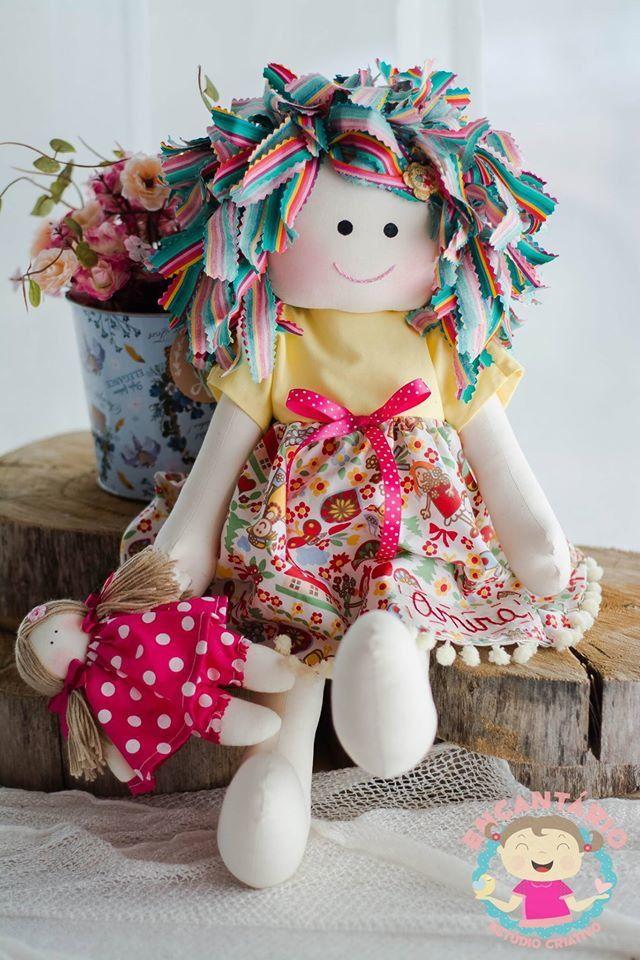 Boneca de pano Carinho, acompanha uma bonequinha confeccionadas em malha e roupas em tricoline, personalizada com o nome a sua escolha.  ela mede 50 centímetros e o bebê 17 cm.