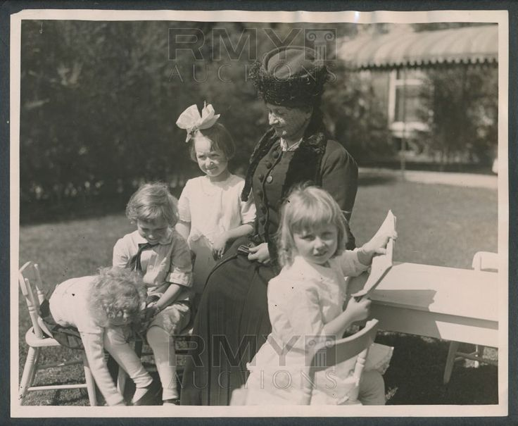 1922 Maria Montessori, Innovator & Pioneer of Education Posed with Children - See more at: http://rmyauctions.com/1922-maria-montessori,-innovator-and-pioneer-of-educ-lot1897.aspx#sthash.hlvMGgPe.dpuf