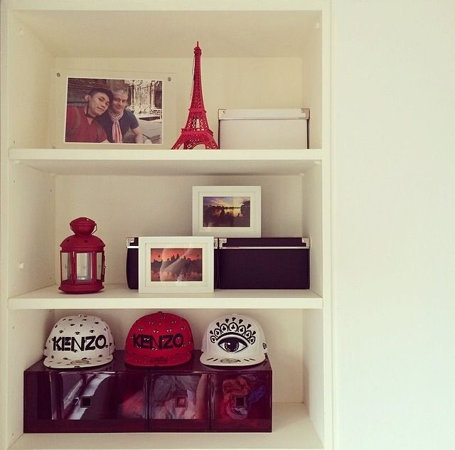 Shelves, Eiffel Tower, frames, lamp, snapback, red & white ...