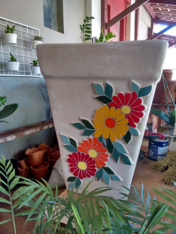 Mosaic pot with grout just on design