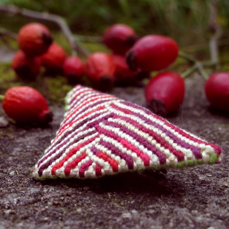 Broszka Bogdana, textile brooch