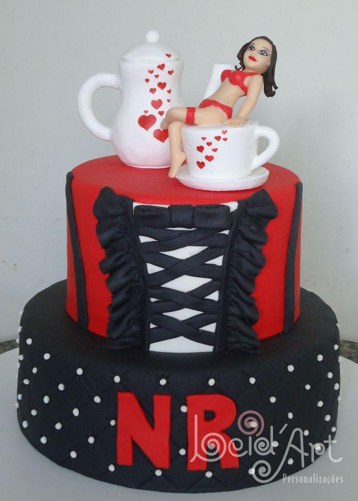 Chá de Lingerie. Bolo decorado vermelho e preto topo em porcelana fria.