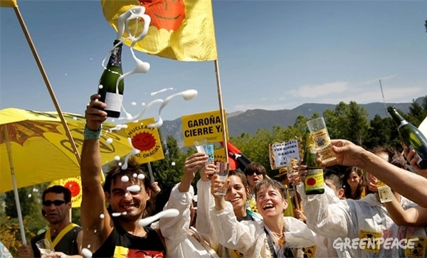 September 2012 - After a long campaign by Greenpeace Spain, it is confirmed that the Garoña nuclear plant will close in 2013: http://www.greenpeace.org/espana/es/Blog/garoa-cierra-gracias-a-ti/blog/42093/?utm_source=facebook_medium=social_network_term=graciasati_content=cierre_campaign=garo%C3%B1a