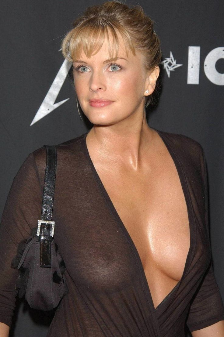 joan cusack tits