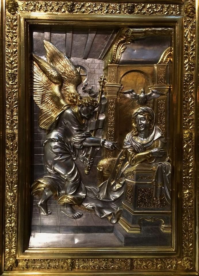 Annunciation, section of the silver altarpiece with Life of the Virgin by Hans Dürer (overall design), Georg Herten (wooden frame), Peter Flötner (wooden reliefs), Pankraz Labenwolf (brass casts) and Melchior Baier (goldsmithery), 1531-1538, Kaplica Zygmuntowska, commissioned by Sigismund I the Old