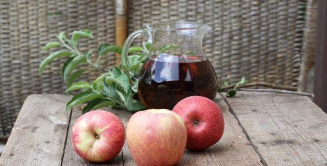 Ocet vzniká zkvašením jablek ve vodě, obsahuje vitamin B, hořčík, draslík, vápník,…
