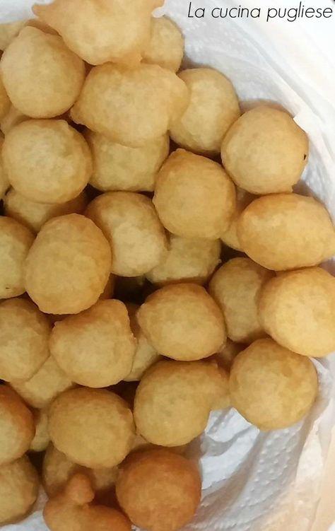 """Uno dei piatti tipici della cucina salentina e leccese sono """"Le Pittule""""! Le Pittule salentine (chiamate anche """"pittole"""", """"pèttole"""" o """"pèttule"""")"""