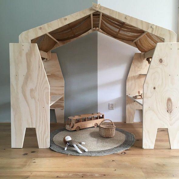 La madera es uno de esos materiales que siempre, absolutamente siempre, aportan. No se me ocurre ningún otro ejemplo de calidez absoluta; y es que colocando tan sólo un objeto de madera en una estancia, esta cambia por completo, llenándose automáticamente de encanto y calor. Hoy quiero centrarme precisamente en ella, mostrando algunos ejemplos de …