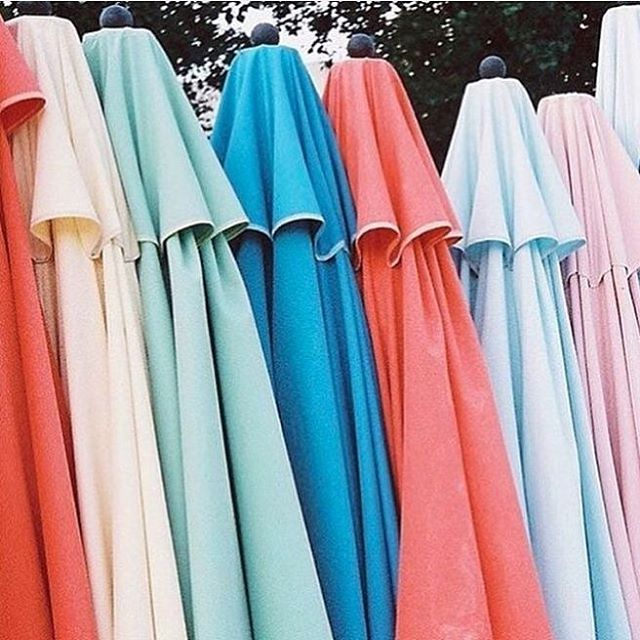 It's umbrella season... Of the sunny kind ☀️❤️☀️☀️☀️ by Isabella Moore. Womenswear weekend by @laura_wgsn