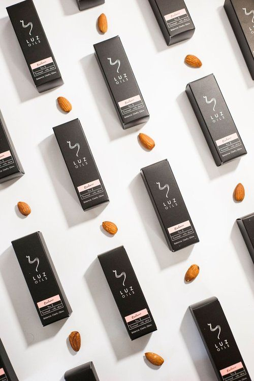 BRANDING, LOGO DESIGN, PACKAGING DESIGN, STYLING AND PRODUCT SHOOT FOR LUZ OIL. MADE BY TMPL DESIGN