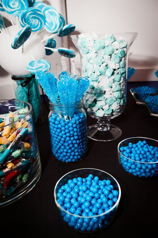 we love how the blue pops against the black tablecloth http