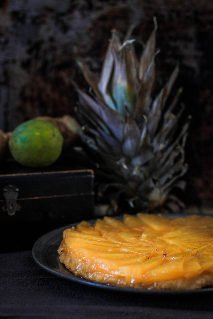 RECETTE Tarte tatin ananas gingembre citron vert #tarte #tartetatin #ananas #gingembre #citronvert #pie #pineapple #ginger  #greenlemon #photography #food #foodphotography