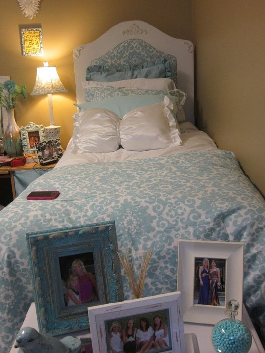 Dorm Room Headboards: Headboard For Dorm Room Bed.