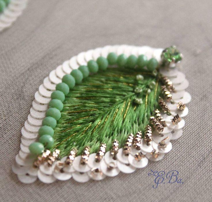 А у меня уже появились первые листочки. #вышивка #бисер #весна #зеленый #листья…