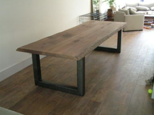 eetkamertafel stalen frame - deze in het vierkant en dan 3 stuks: hoe meer gasten aan tafel hoe meer tafels je gebruikt