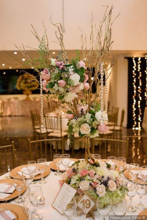 Elige una decoración elegante para las mesas de tu boda #decoración #mesas #boda #matrimonio #recepción # flores #centrosdemesa #salón #wedding #tables #flowers #centerpiece #decoration #decorationideas #saloon