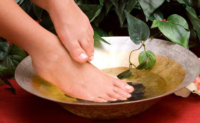 I piedi sono tra le parti del corpo più sensuali ed accattivanti, ma sono anche sottoposti allo stress quotidiano, tra lavoro e tacchi. Ecco Come coccolarlihttp://www.sfilate.it/236777/pediluvio-piedi-perfetti-benefici-sensualita