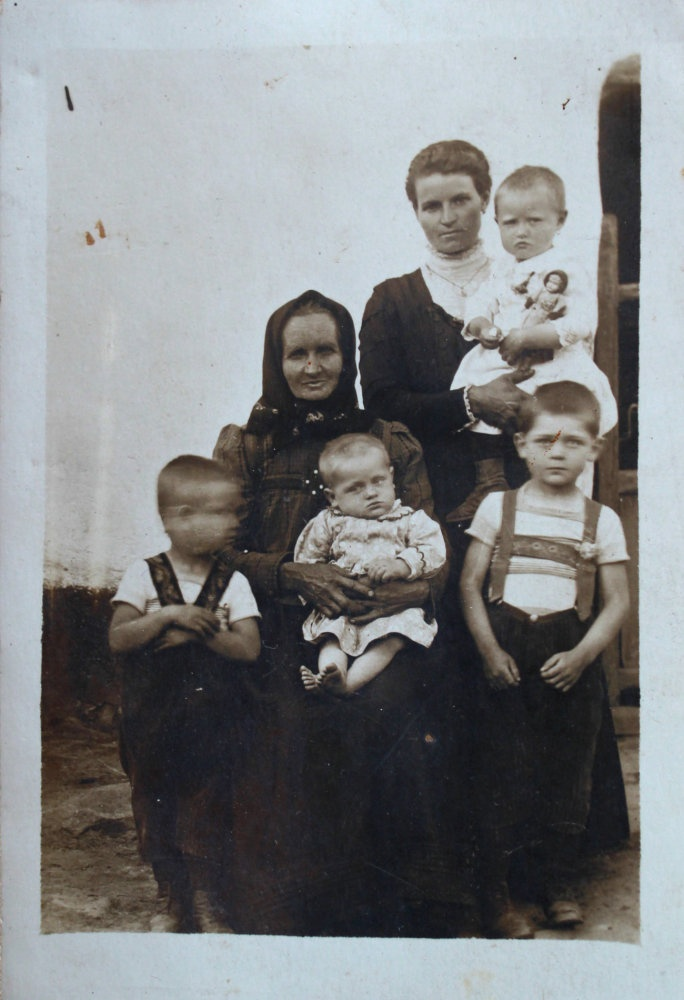 Family of Jan Kubiš. His mother Kristýna (she died when he was six years old) with sister Františka, grandmother with brother Jaroslav, Jan - on the left, brother Rudolf - on the right.