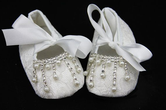 White lace baby shoes. Baby girl lace white Shoes by IzabellaBABY