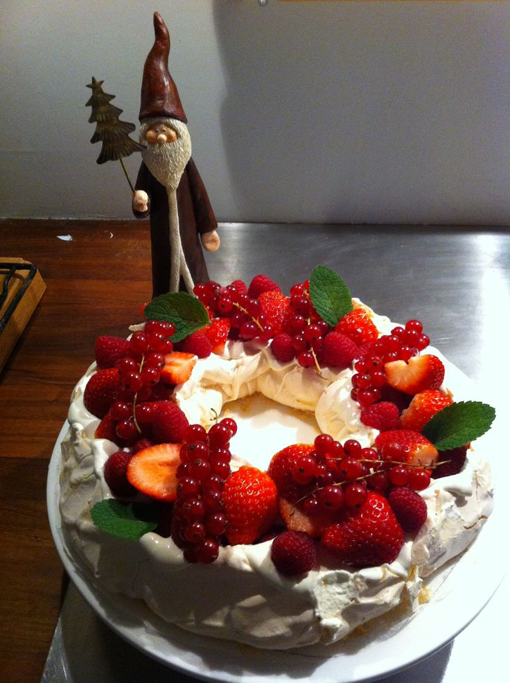 Home made christmas Pavlova