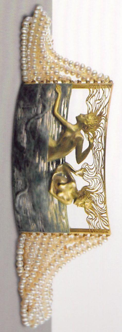 An Art Nouveau gold, enamel and pearl 'Two Naiads' choker, by René Lalique. Shai Bandmann collection, Israel. Source: René Lalique - Exceptional Jewellery 1890 - 1912. #Lalique #choker #ArtNouveau | JV