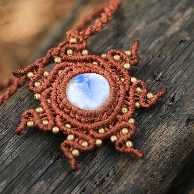Украшения от @rediskis #макраме #украшения #micromacrame #macrame #KristinaOrlova #Jewelry #Moonstone #Indianthread #thread #handmade #beads #кулон #necklace #pendant