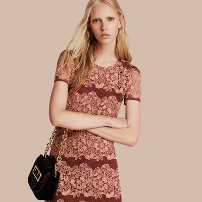 BURBERRY メッシュ&マクラメレース シフトドレス. #burberry #cloth #