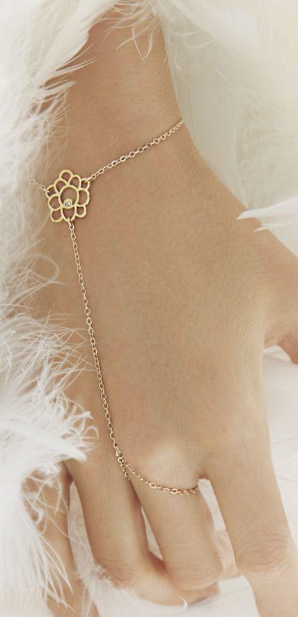 Delicate hand chain