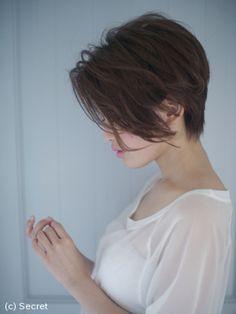 かきあげバングが格好いい♡顔周り長めのショートスタイル☆ | シークレット(secret) ヘアカタログ|表参道の美容室・ヘアサロン