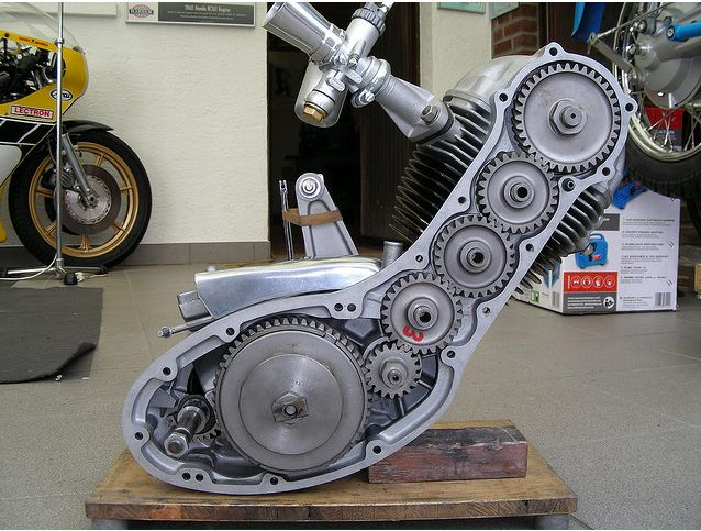 Benelli Leoncino 125 corsa 1955 What a nice timing gears design !