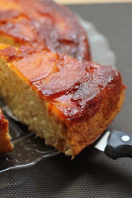 Aujourd'hui je vous propose un bon gros gâteau moelleux et réconfortant, tout doré et fruité. Voilà qui devrait vous réchauffer, au moins de l'intérieur ! Ce gâteau est excellent tiède mais il se conserve très bien plusieurs jours, emballé dans un papier...
