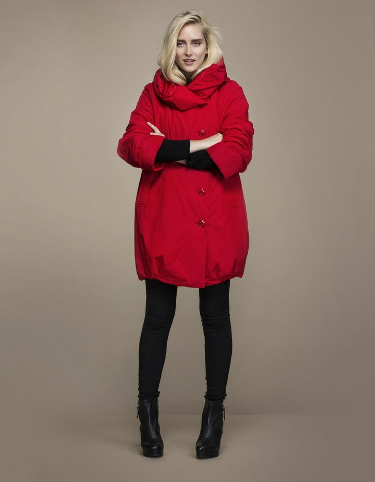 Ritva Falla, punainen monensääntakki, http://www.ajatar.fi/ #ajatar #ritvafalla