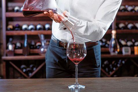 L'annata 2013 del celebre vino francese ha concluso la vendita en primeur. Ecco su quali etichette investire per solleticare il palato senza spendere (inutilmente) una fortuna